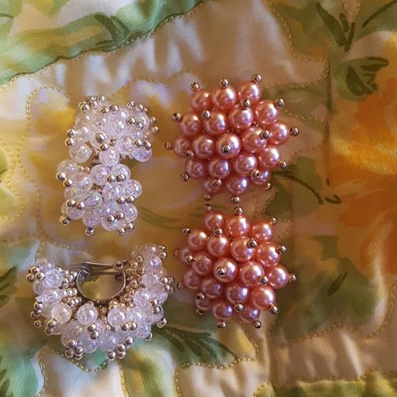 Set of 2 vintage clip on earrings